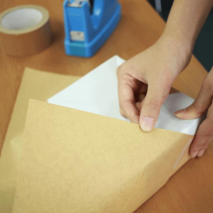 研究を重ねる大昭和紙工産業の包装紙
